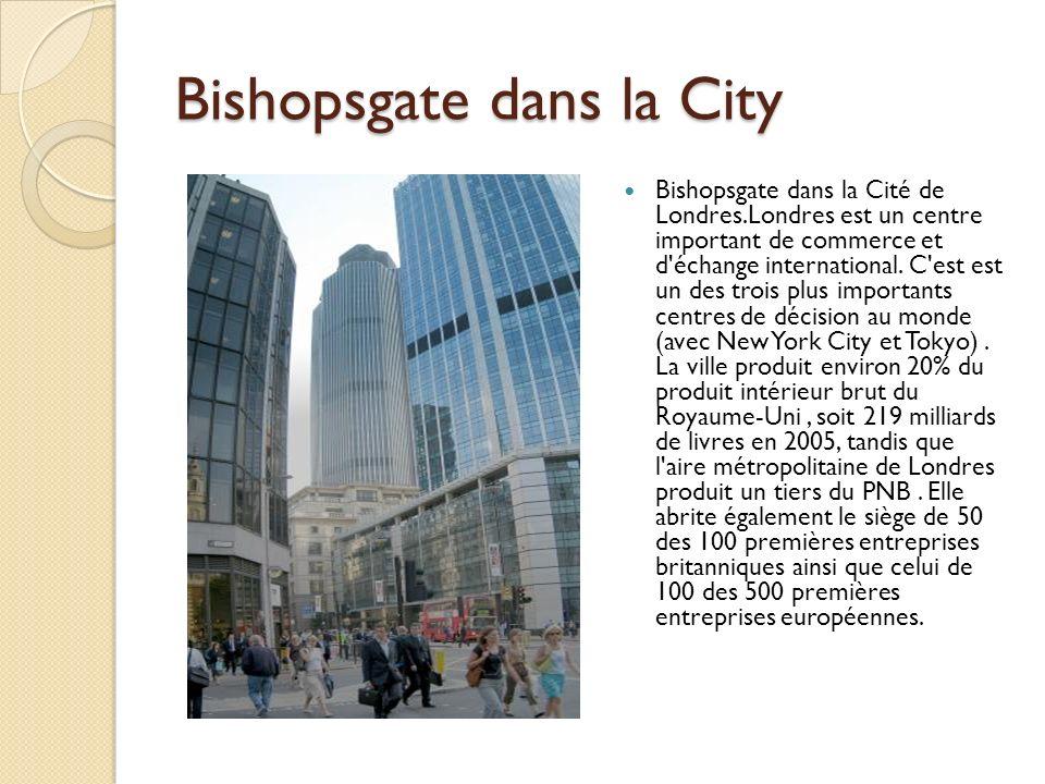 Bishopsgate dans la City Bishopsgate dans la Cité de Londres.Londres est un centre important de commerce et d échange international.