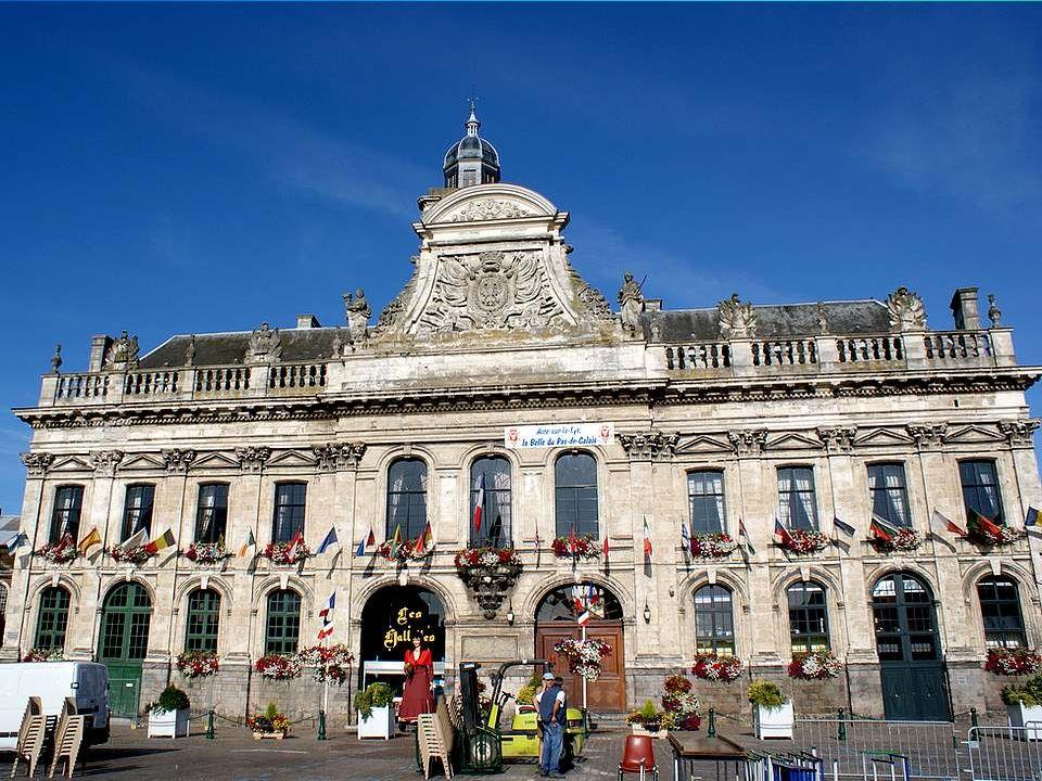Ce qui ma frappée à Aire-sur-la-Lys, cest la dimension imposante des différents bâtiments, et leur richesse architecturale.