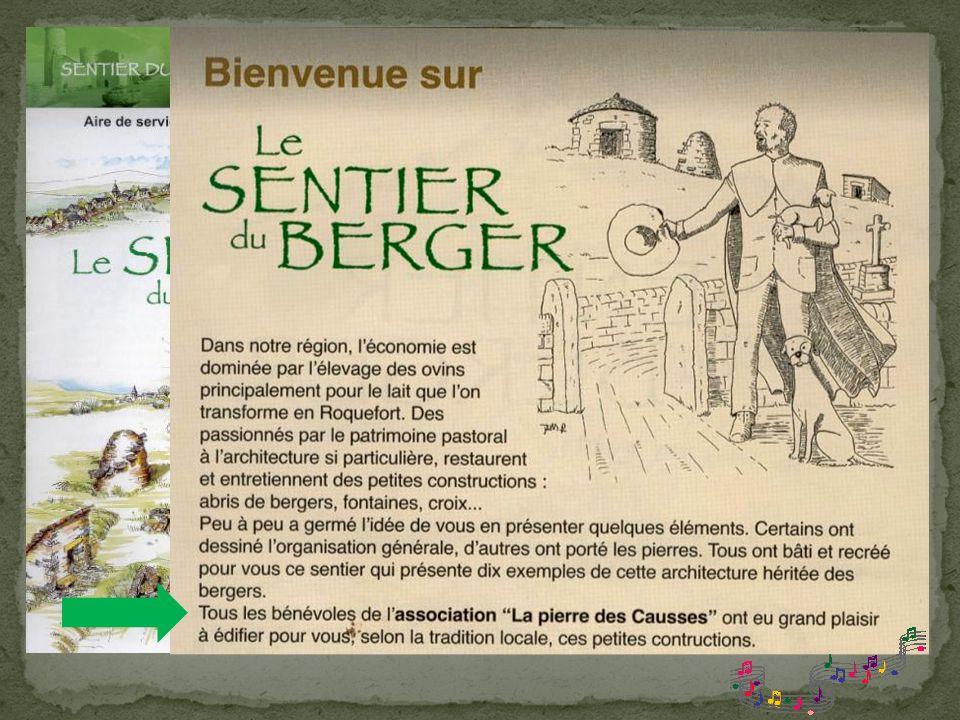 Vue sur le Château de Sévérac- le- Château depuis laire de lAveyron de lautoroute A 75 Son illustre château offre une formidable vue panoramique sur l