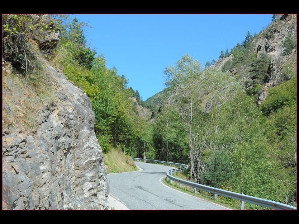 Os de Civis est un village espagnol accessible par route uniquement depuis la Principauté dAndorre