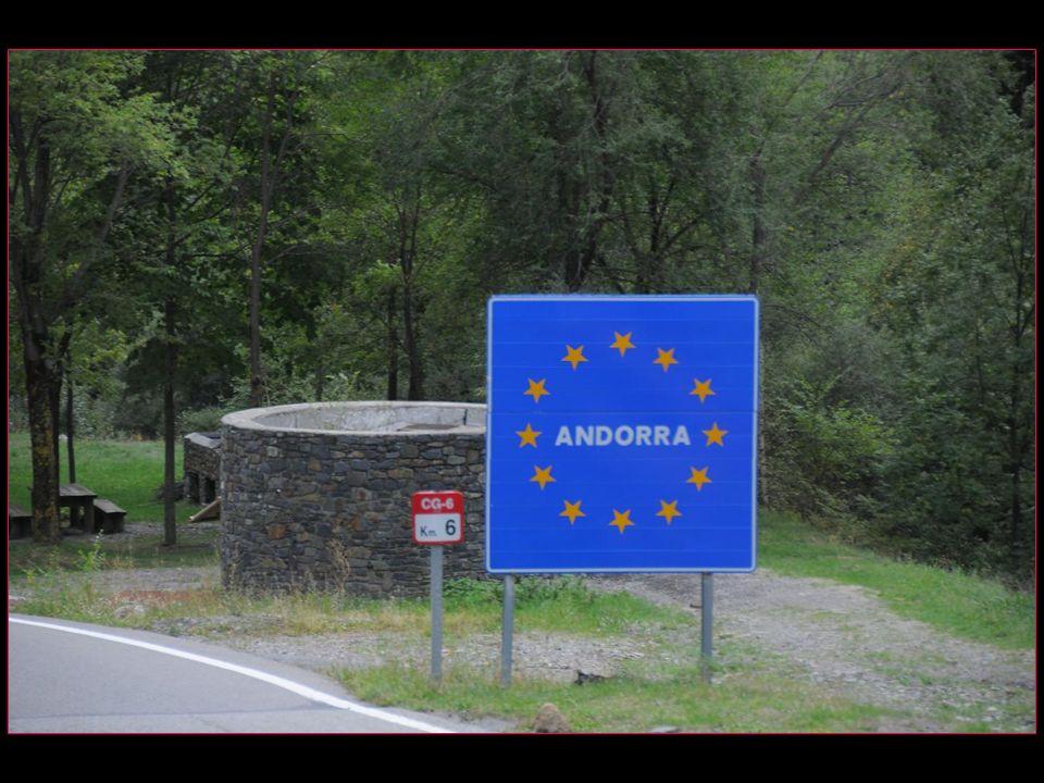 La frontière est délimitée par ce simple panneau. Il ny a pas de contrôle douanier fixe