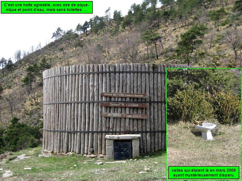 Cest une halte agréable, avec aire de pique- nique et point deau, mais sans toilettes … celles qui étaient là en mars 2009 ayant mystérieusement disparu.