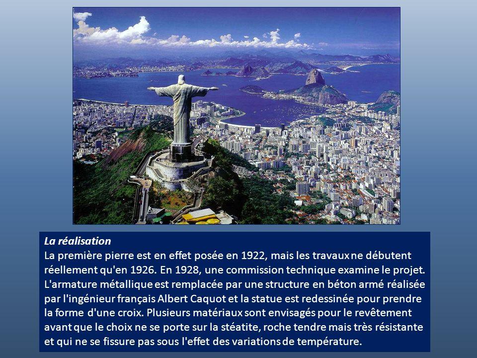 La réalisation La première pierre est en effet posée en 1922, mais les travaux ne débutent réellement qu en 1926.