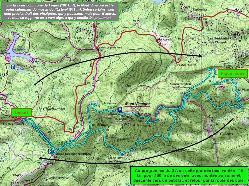 Départ Pique-nique Au programme du 3 A en cette journée bien ventée : 15 km pour 460 m de dénivelé, avec montée au sommet, descente vers un petit lac et retour par la route des cols.