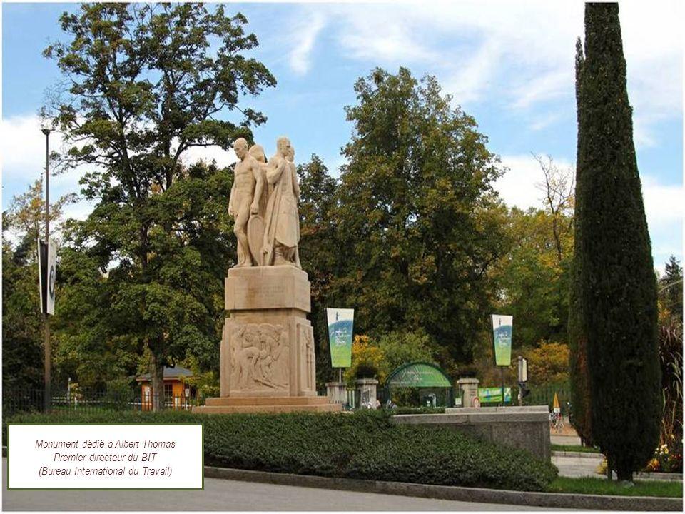 LE JARDIN BOTANIQUE de GENEVE Un musée vivant, collaborant avec environ 800 jardins botaniques dans le monde. Clic manuel