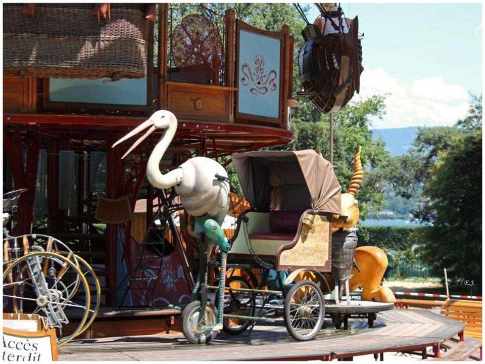 Aire de Jeux Carrousel des Fables (installé en 2004)