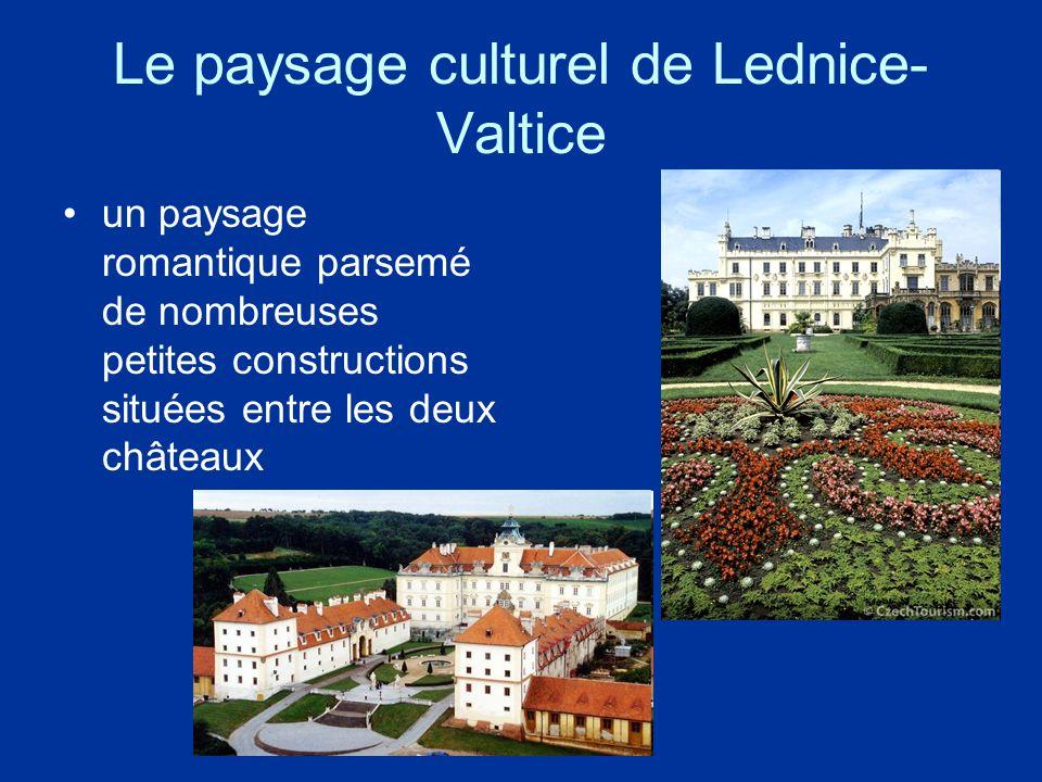 Le paysage culturel de Lednice- Valtice un paysage romantique parsemé de nombreuses petites constructions situées entre les deux châteaux