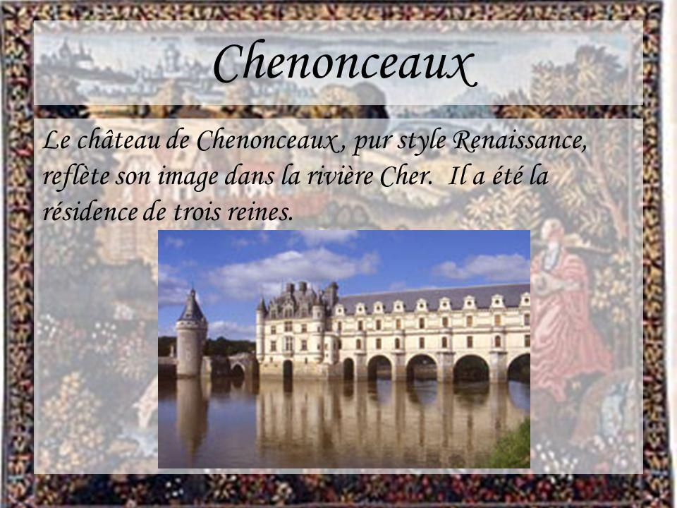 Chenonceaux Le château de Chenonceaux, pur style Renaissance, reflète son image dans la rivière Cher. Il a été la résidence de trois reines.