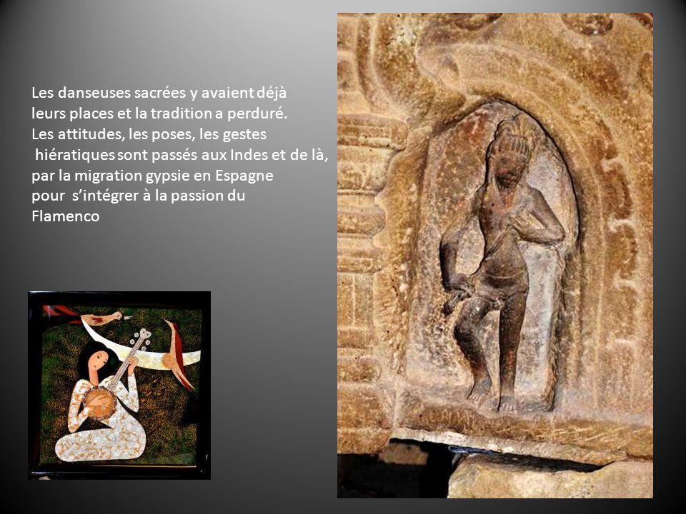 Cest aussi le pays de la vieille civilisation des Chams (à My Son) animiste et hindouiste dont il ne reste que des sanctuaires perdus dans les forêts et qui ont moins souffert des ravages du temps que des bombardements américains