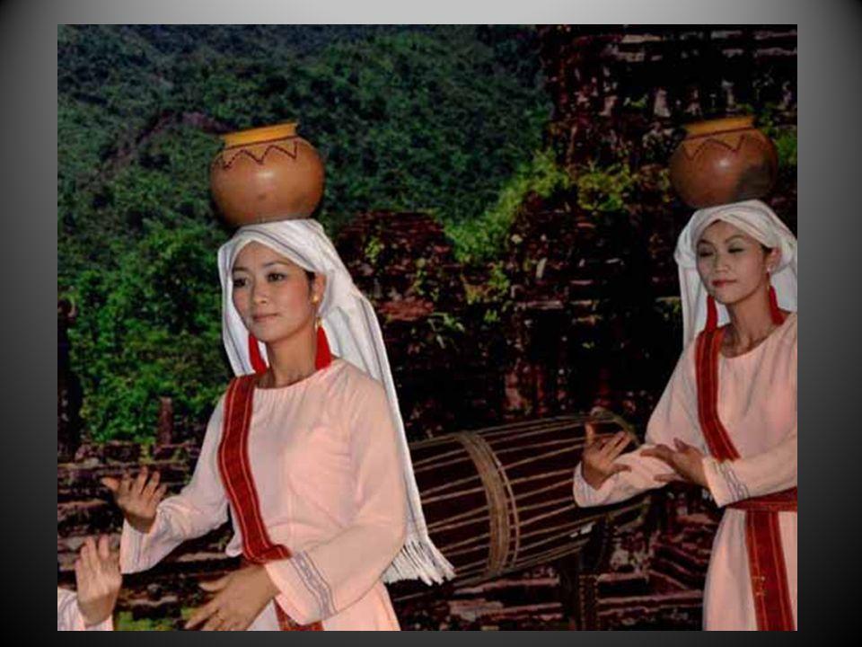 Les danseuses sacrées y avaient déjà leurs places et la tradition a perduré.