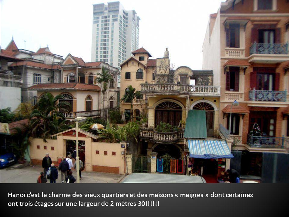 Hanoï cest le charme des vieux quartiers et des maisons « maigres » dont certaines ont trois étages sur une largeur de 2 mètres 30!!!!!!