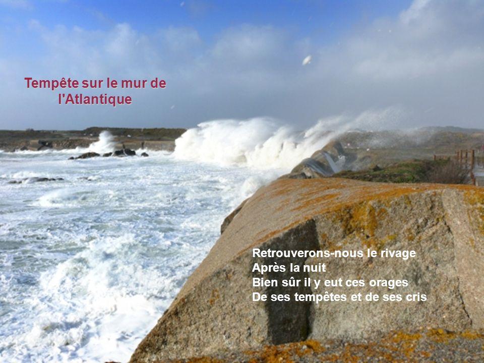 La mer est là qui me murmure Ces mots d'amour et d'infini La mer est là qui me rassure Le miracle n'est pas fini La mer reflète ton visage Pour quelle