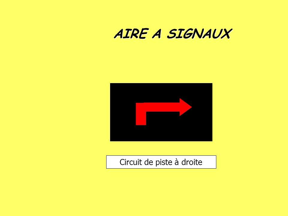 AIRE A SIGNAUX Circuit de piste à droite