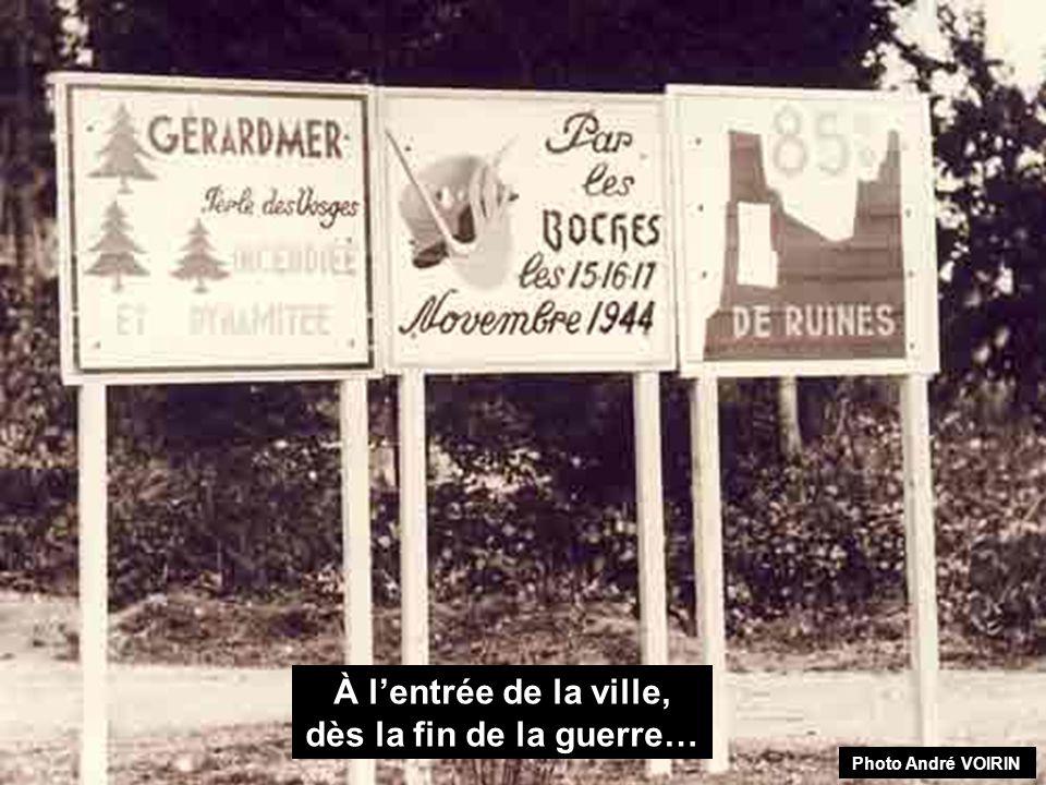 Lentrée des premiers soldats français à Gérardmer. Vue prise devant le perron de M. Litaize, rue du 152 ème R.I. Photos A. THIRIAT. « Le soldat coiffé