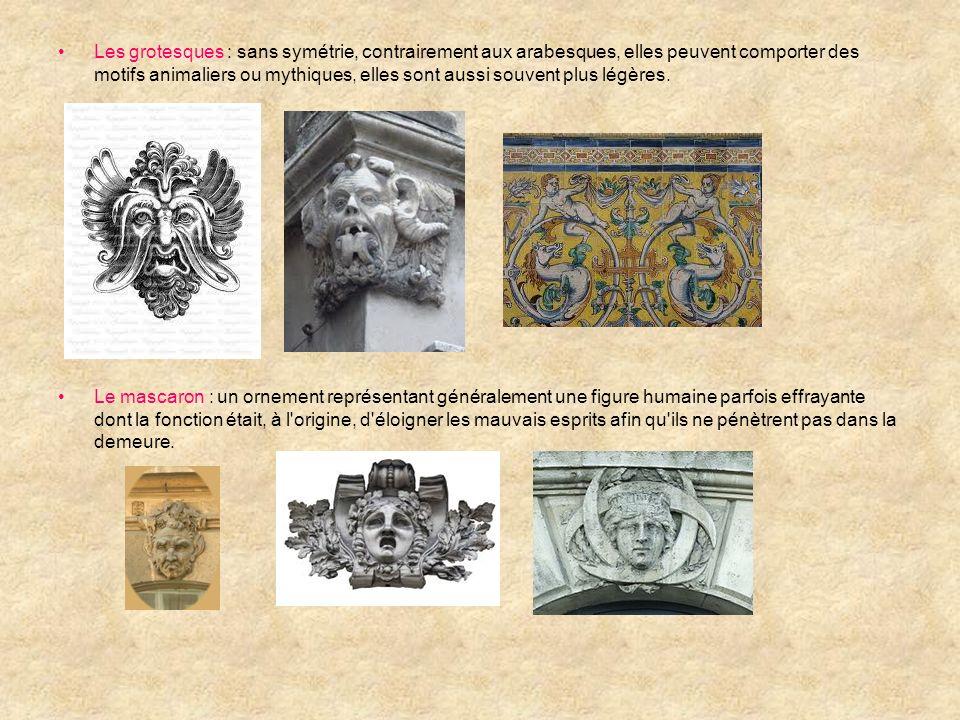 Les grotesques : sans symétrie, contrairement aux arabesques, elles peuvent comporter des motifs animaliers ou mythiques, elles sont aussi souvent plu