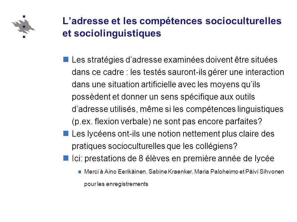 Ladresse et les compétences socioculturelles et sociolinguistiques Les stratégies dadresse examinées doivent être situées dans ce cadre : les testés s