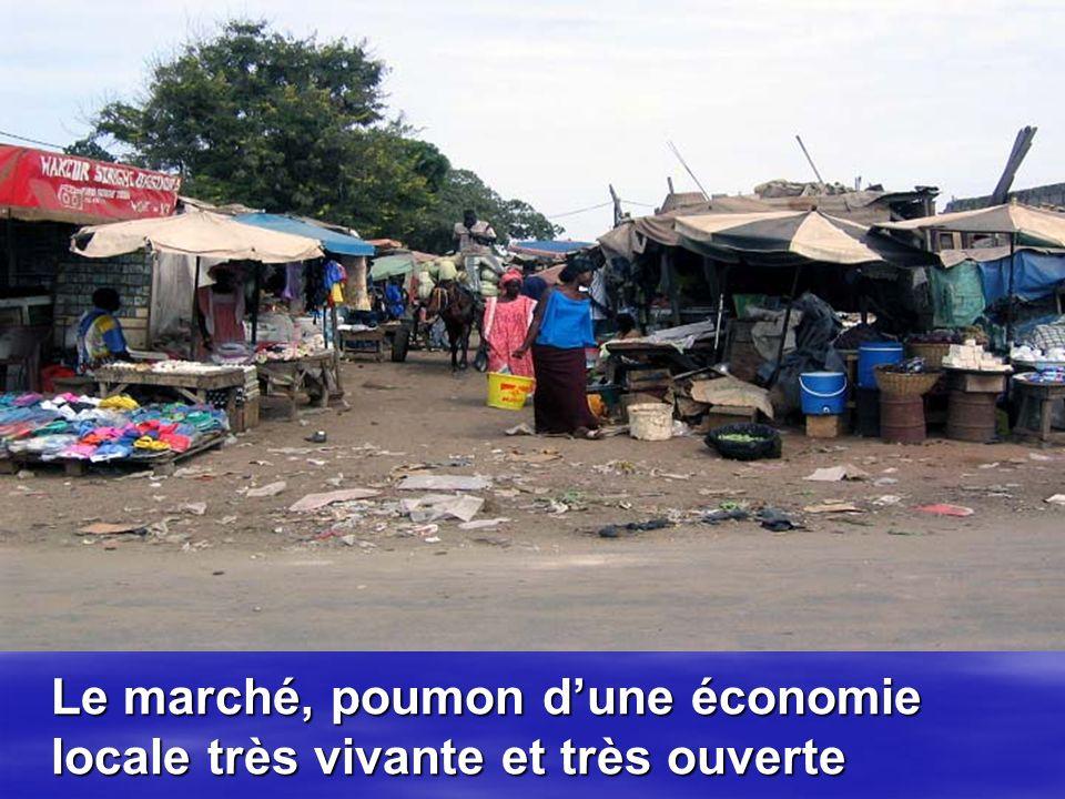 Le marché, poumon dune économie locale très vivante et très ouverte