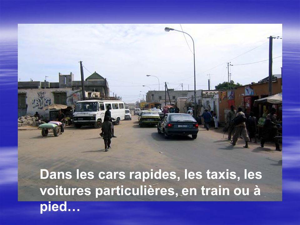 Dans les cars rapides, les taxis, les voitures particulières, en train ou à pied…