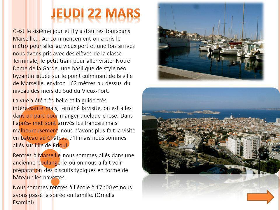 Cest le sixième jour et il y a dautres toursdans Marseille... Au commencement on a pris le métro pour aller au vieux port et une fois arrivés nous avo