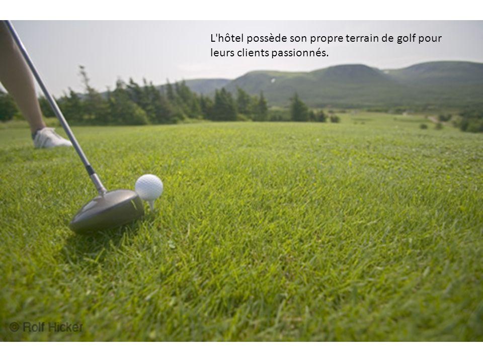 L hôtel possède son propre terrain de golf pour leurs clients passionnés.