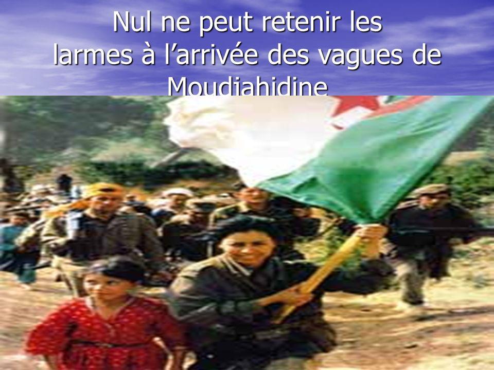 125 Liesse populaire en Algérie Prisonniers libérés Prisonniers libérés ALN et le FLN défilent en ville ALN et le FLN défilent en ville exilés rejoign