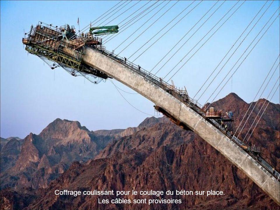 Le projet, traverser un CAÑYON. Une réalisation audacieuse, dans un site merveilleux. Les câbles sont provisoires.