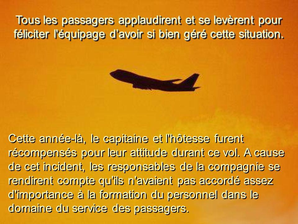 Tous les passagers applaudirent et se levèrent pour féliciter l équipage davoir si bien géré cette situation.