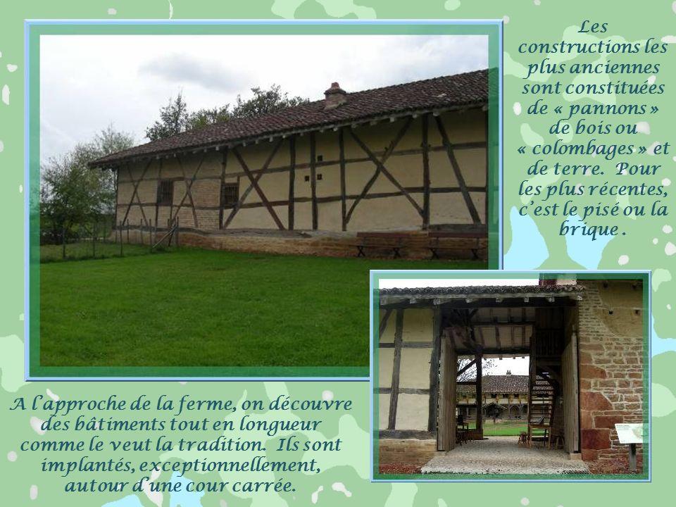 Toujours à Saint-Cyr-sur-Menthon, à proximité du hameau précédent, on découvre le Musée de la Bresse, au Domaine des Planons. Il sest développé à côté