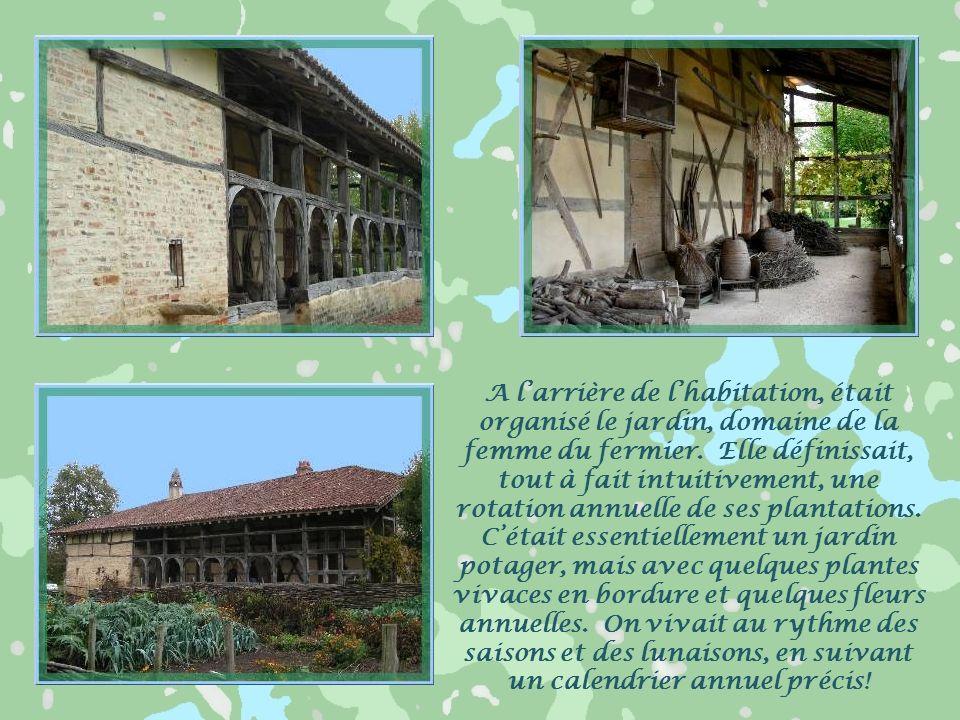 Lextrémité de lhabitation Le bois constituait la carcasse de la construction et permettait, occasionnellement, de la déplacer pour la reconstruire plu