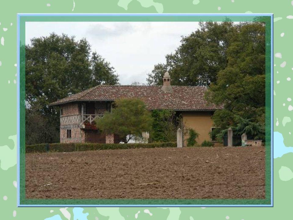 La Bresse se subdivise en trois parties : Bresse bourguignonne, Bresse de lAin souvent nommée savoyarde et Bresse jurassienne. Nous parlerons davantag