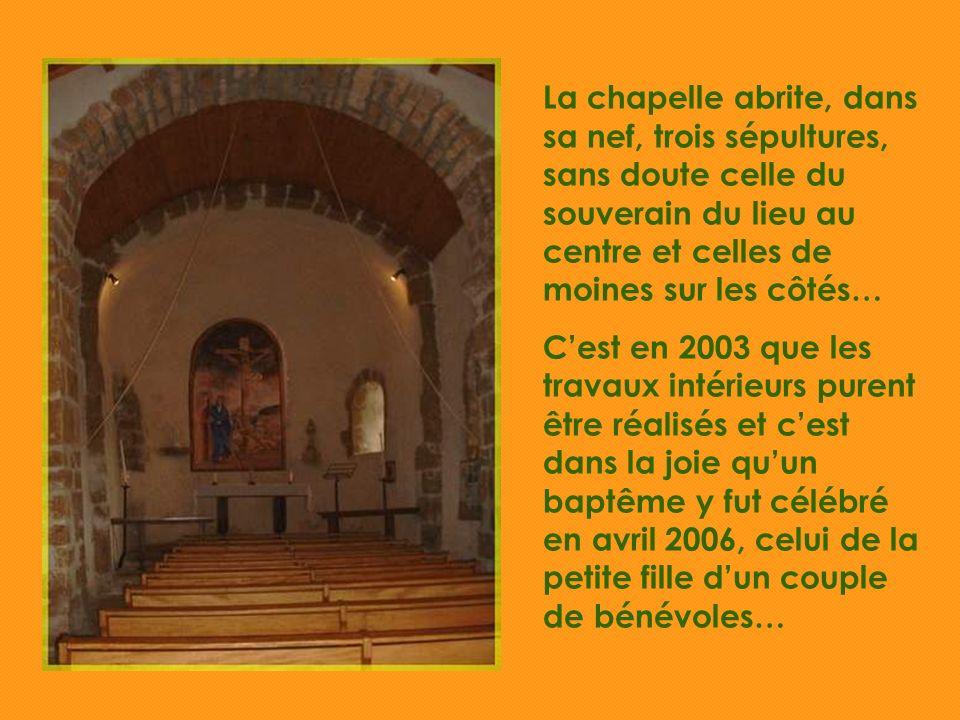 Telle quà ses débuts, en pleine zone rurale… Consacrée à Saint- Fiacre, construite en pierres sans liant, cétait une chapelle de pauvres…