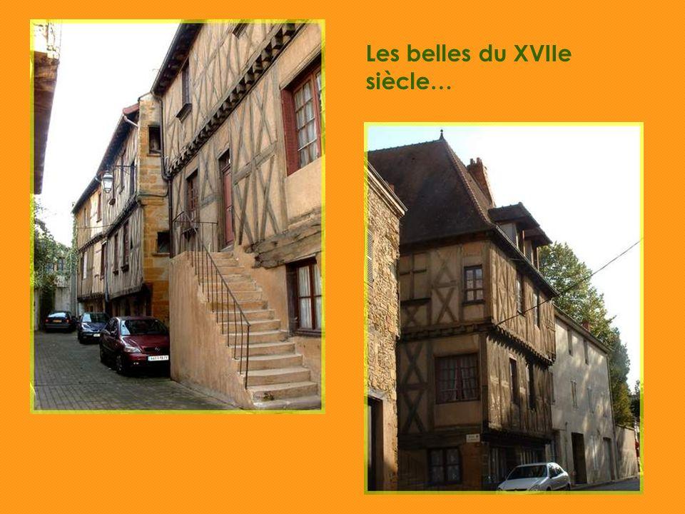 Au cœur du Brionnais, Marcigny est un petit bourg qui a conservé beaucoup de charme grâce à ses maisons anciennes.