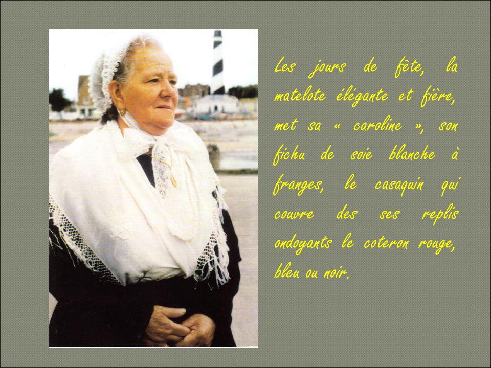 La femme du pêcheur, croyante et pratiquante, participe à toutes les manifestations religieuses.
