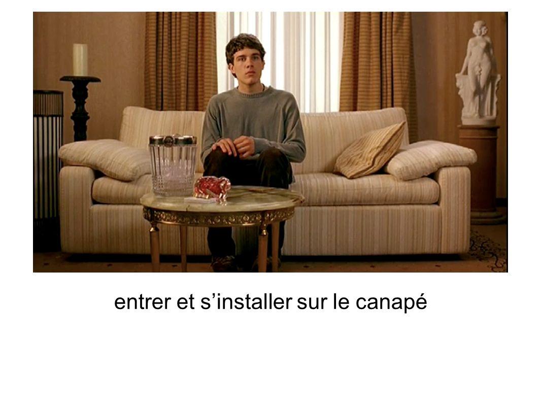 entrer et sinstaller sur le canapé