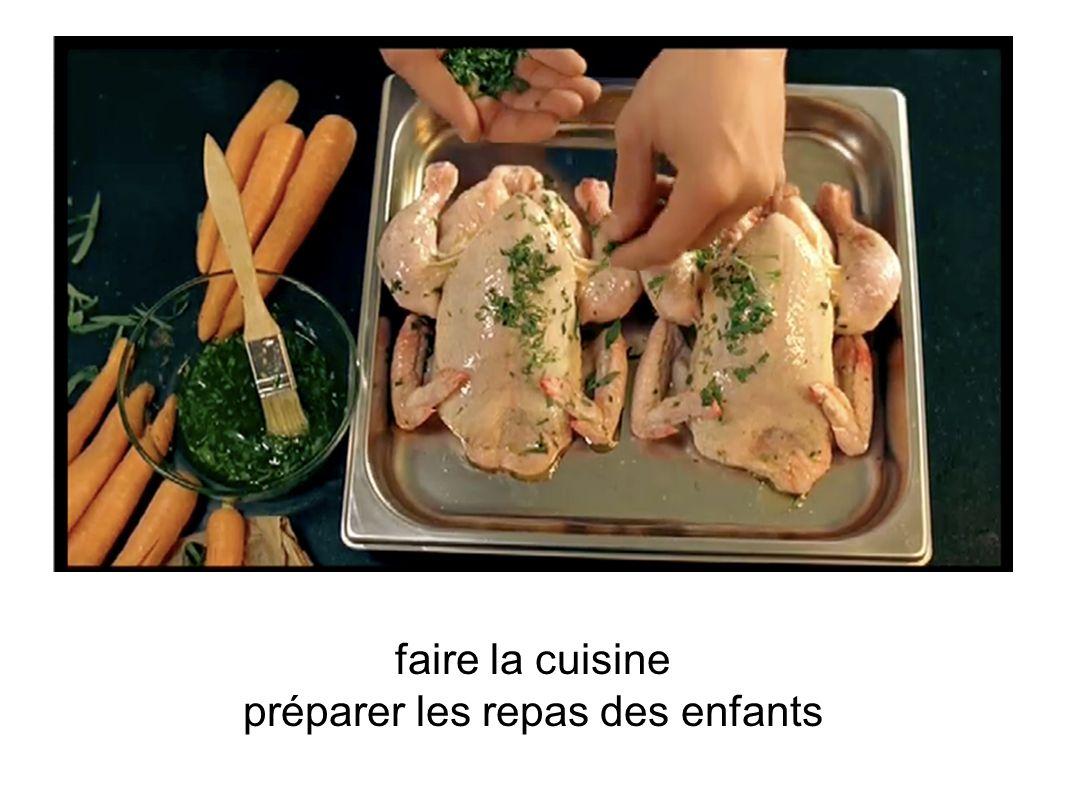 faire la cuisine préparer les repas des enfants