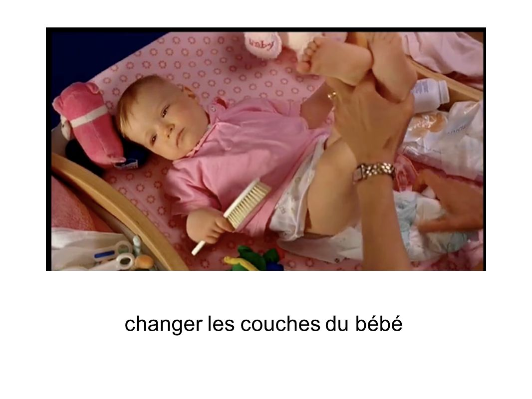 changer les couches du bébé