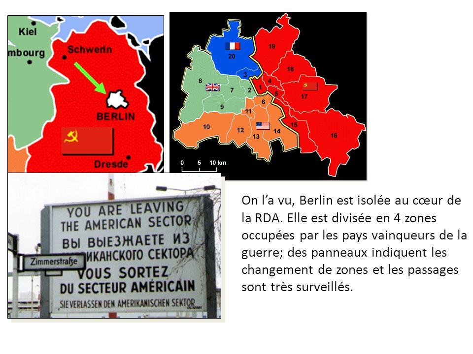 On la vu, Berlin est isolée au cœur de la RDA. Elle est divisée en 4 zones occupées par les pays vainqueurs de la guerre; des panneaux indiquent les c