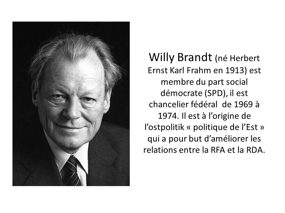 Willy Brandt (né Herbert Ernst Karl Frahm en 1913) est membre du part social démocrate (SPD), il est chancelier fédéral de 1969 à 1974. Il est à lorig