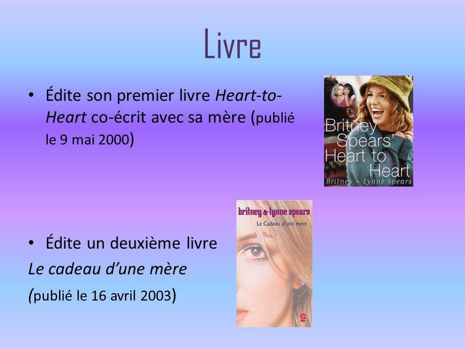 Livre Édite son premier livre Heart-to- Heart co-écrit avec sa mère ( publié le 9 mai 2000 ) Édite un deuxième livre Le cadeau dune mère ( publié le 1