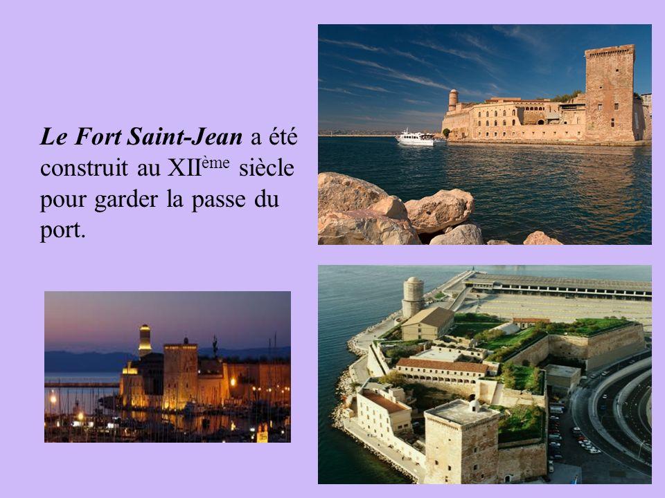 Le Fort Saint-Jean a été construit au XII ème siècle pour garder la passe du port.