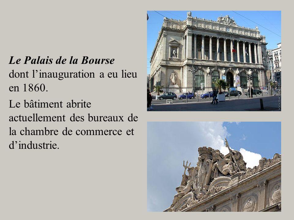Le Palais de la Bourse dont linauguration a eu lieu en 1860. Le bâtiment abrite actuellement des bureaux de la chambre de commerce et dindustrie.