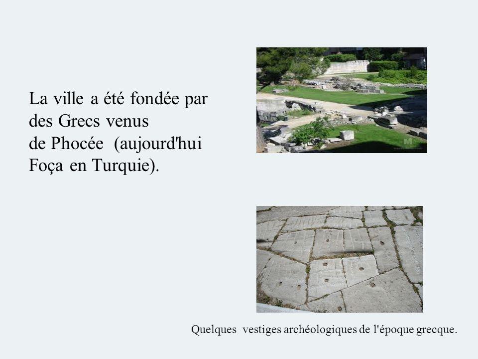 La ville a été fondée par des Grecs venus de Phocée (aujourd'hui Foça en Turquie). Quelques vestiges archéologiques de l'époque grecque.