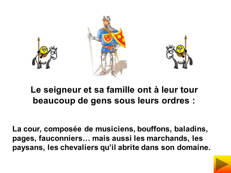 La cour, composée de musiciens, bouffons, baladins, pages, fauconniers… mais aussi les marchands, les paysans, les chevaliers quil abrite dans son domaine.