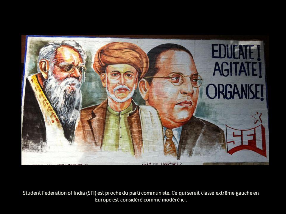 Student Federation of India (SFI) est proche du parti communiste.