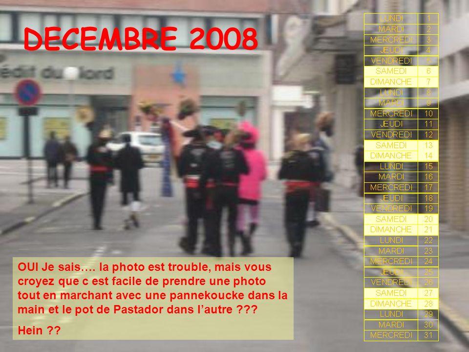 DECEMBRE 2008 OUI Je sais…. la photo est trouble, mais vous croyez que c est facile de prendre une photo tout en marchant avec une pannekoucke dans la