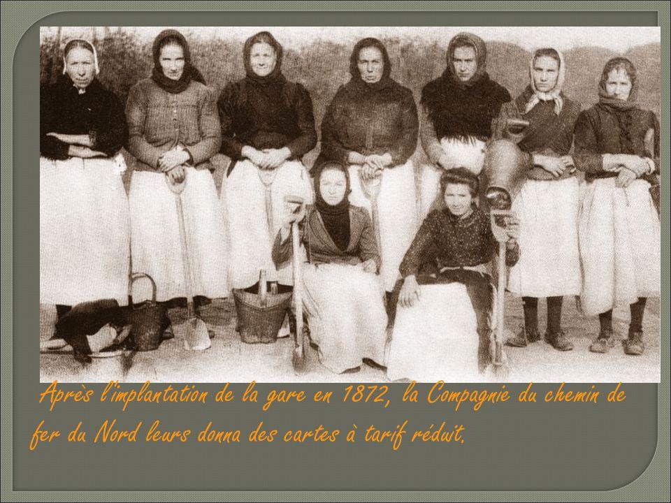 A la fin du 19éme siècle, elles se regroupaient et allaient d'un pas alerte jusqu'à Dunkerque en chantant.