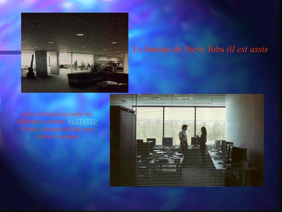Le bureau de Steve Jobs (il est assis Salle utilisée pour tester les différents systèmes NeXTSTEP et leurs interopérabilités avec d autres systèmes.NeXTSTEP