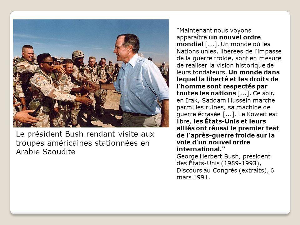 Le président Bush rendant visite aux troupes américaines stationnées en Arabie Saoudite Maintenant nous voyons apparaître un nouvel ordre mondial [...].