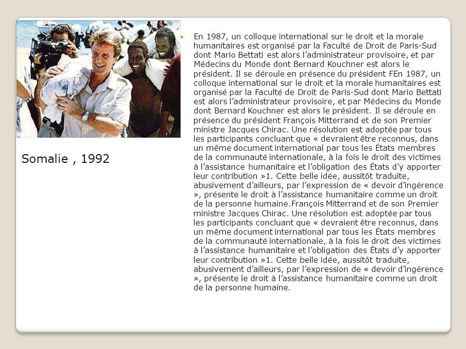 En 1987, un colloque international sur le droit et la morale humanitaires est organisé par la Faculté de Droit de Paris-Sud dont Mario Bettati est alors ladministrateur provisoire, et par Médecins du Monde dont Bernard Kouchner est alors le président.