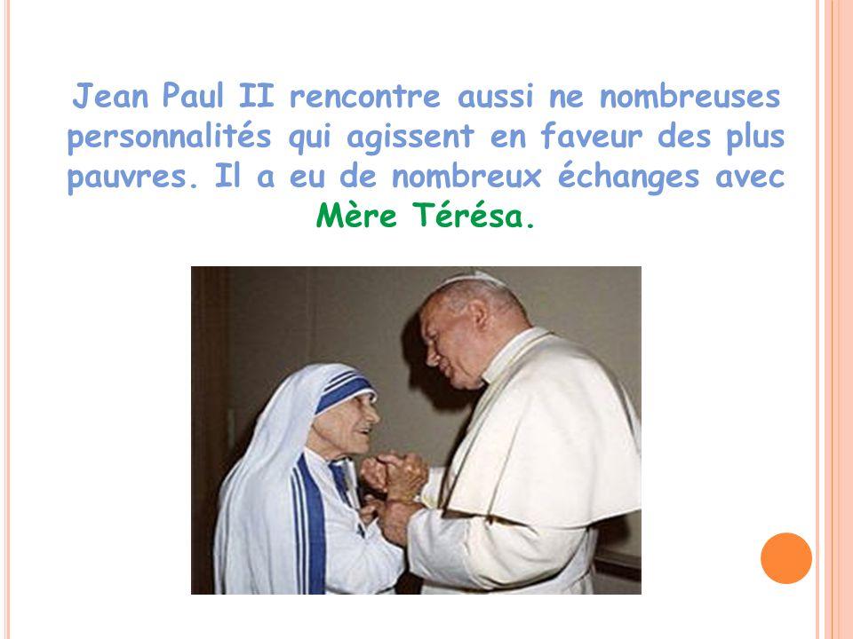 Jean Paul II rencontre aussi ne nombreuses personnalités qui agissent en faveur des plus pauvres. Il a eu de nombreux échanges avec Mère Térésa.